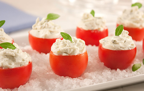 Tomatinhos recheados com queijo cottage